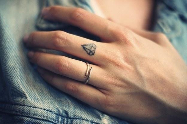 99 Маленьких и симпатичных татуировок для девушек