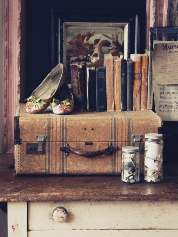 Винтажные чемоданы в интерьере. ТОП 50