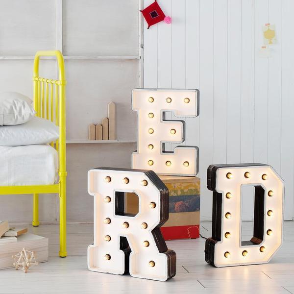 Крупные буквы в интерьере. 38 Идей
