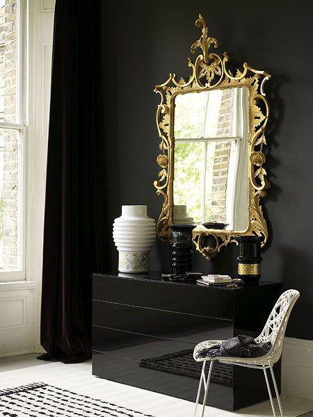 Комбинация черного и золотого в интерьере