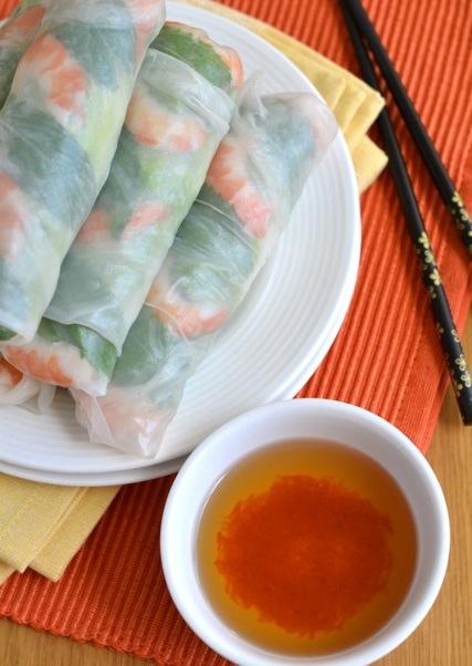 Свежие вьетнамской блинчики с начинкой - Нэм
