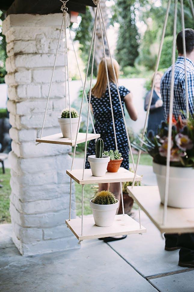 22 Подвесные полочки, которые сэкономят полезное пространство
