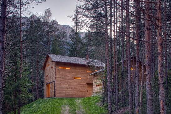 Деревянный домик в горах