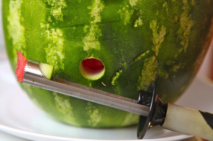 Дозатор из свежего арбуза