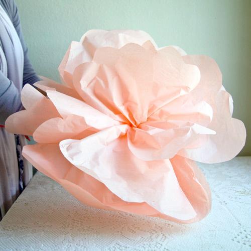 Гигантский цветок из бумаги
