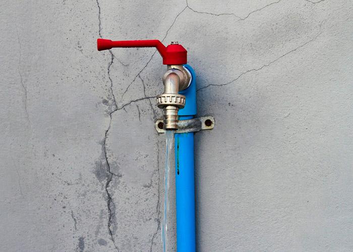 Как предотвратить замерзание и разрыв труб