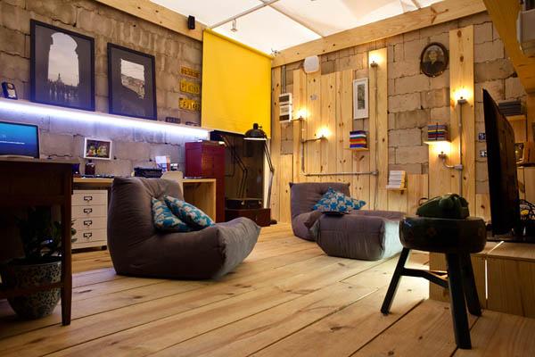 Уютная гостинная из кладовой комнаты