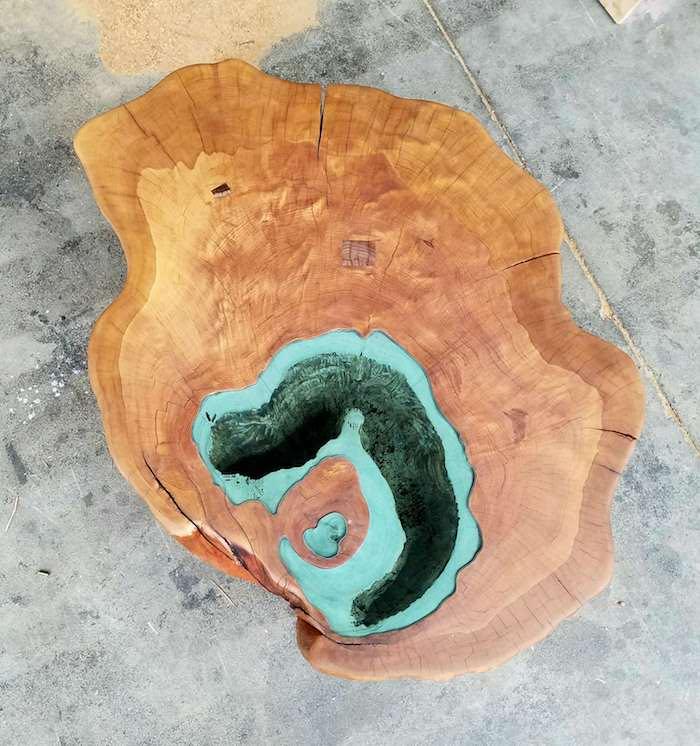 журнальный стол с озером из 400-летнего ствола дерева