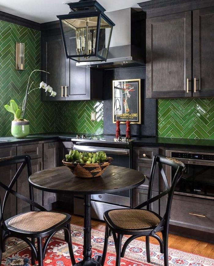 20 Темных кухонь в стиле Moody с безупречным вкусом