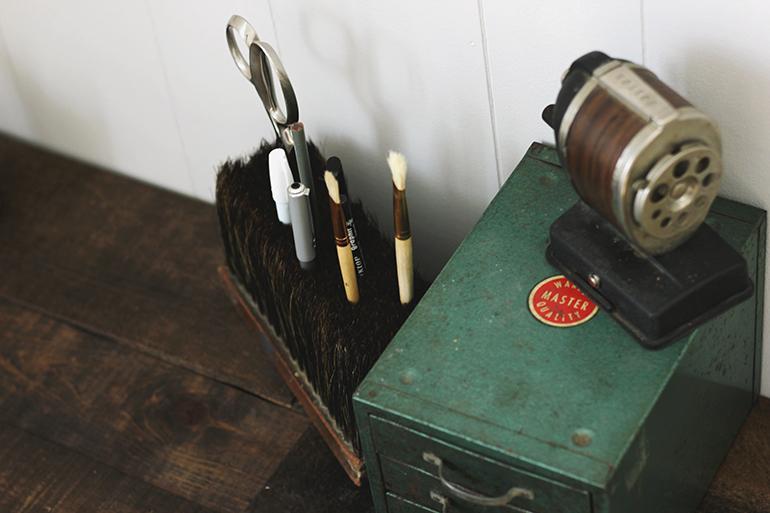 Простой органайзер из старой метлы