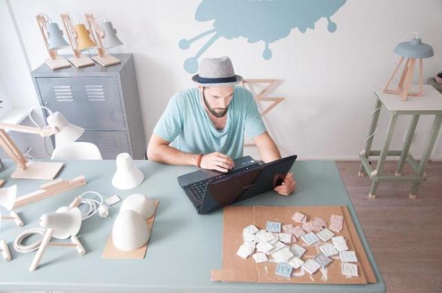 Оригинальный столик и аксессуары из натуральных материалов