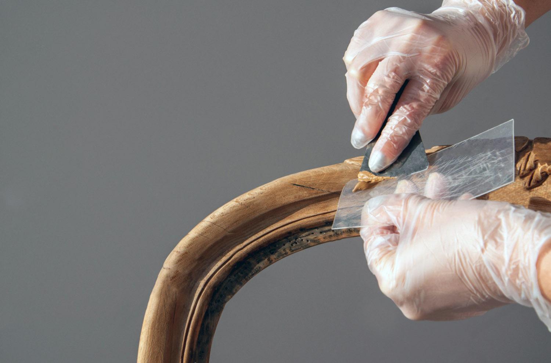 Как использовать шпатлевку по дереву?