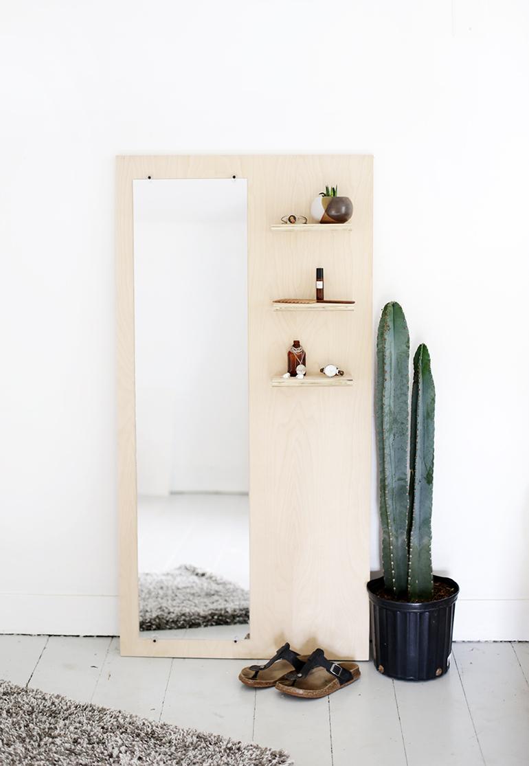 Современное зеркало на фанерной основе