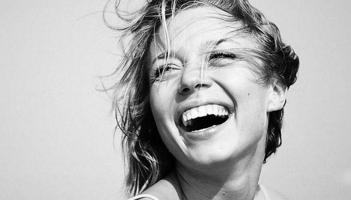 Девушка портрет эмоции радость счастье уверенная в себе